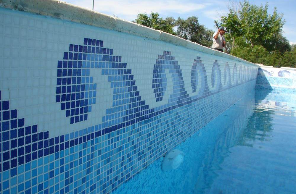 Piscinas buenos aires revestimiento de venecitas for Limpiadores de piscinas